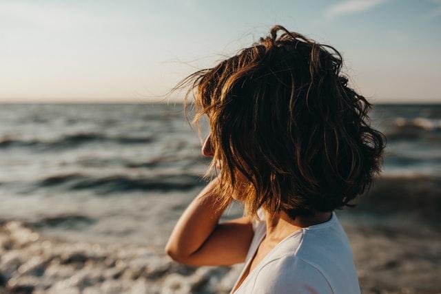 くせ毛で髪が広がる人にある共通点…それは髪を乾燥させない事!